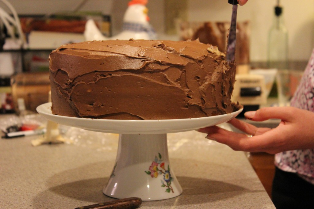 frosting cake