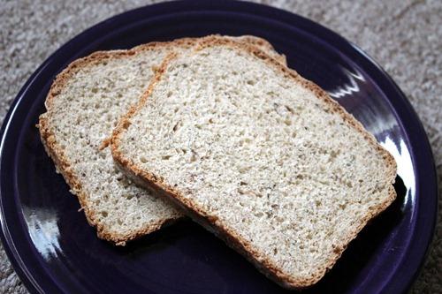 dill rye bread slices