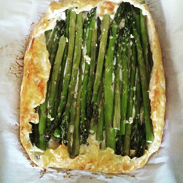 Hello__beautiful__Asparagus_Goat_Cheese_Galette__recipe_from_simplebites.net__dinner__homemade__vegetarian