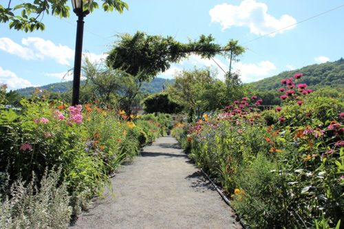 Shelburne Falls: The Bridge of Flowers & Glacial Potholes