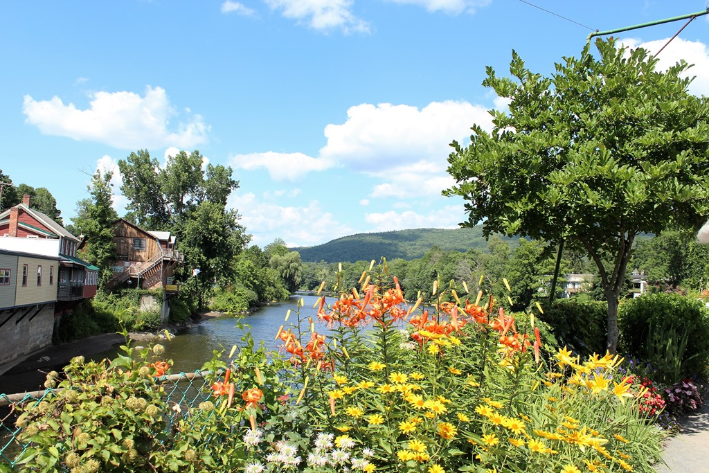 shelburne falls guys I live with my husband levi and our 5 cats in arguably the cutest town in the state  of massachusetts – shelburne falls and i'm in love with how cozy, quaint, and.